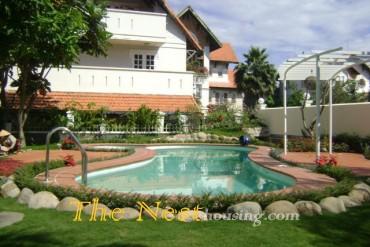 villa Thao Dien for rent, dist 2, HCMC, has garden and pool