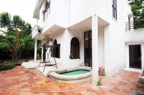 Villa for rent in compound, 4 bedrooms, partly furnished, 2150 USD