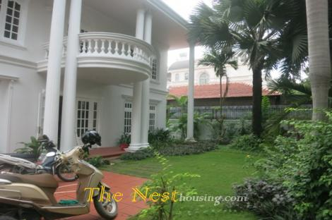 Villa for rent, 4 beds, swimming pool - garden in Thảo Điền, D2