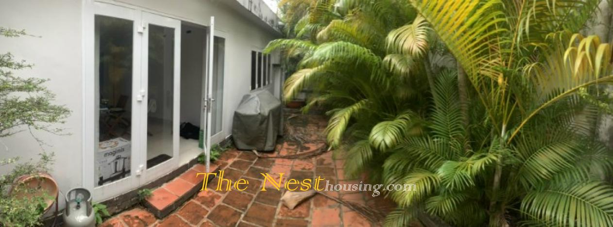 Villa 4 bedrooms for rent in compound